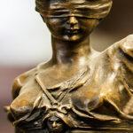 Dom i tjenestemandssag: 13 idømt bøde – 100 gik fri